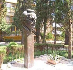 Памятник Тольятти