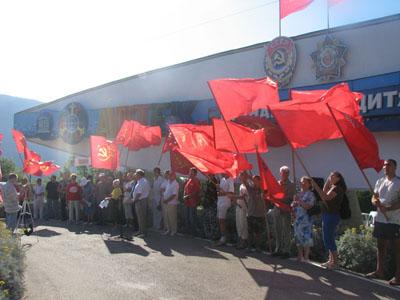 Протесты у Артековской стелы