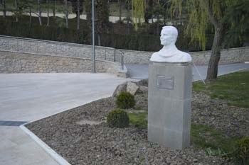 Памятник Гагарину в Артеке