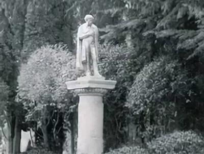 Артек, памятник Пушкину в Кипарисном