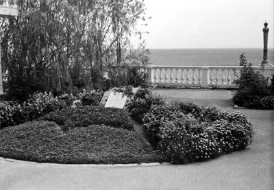 Артек, Памятник героям в Лазурном