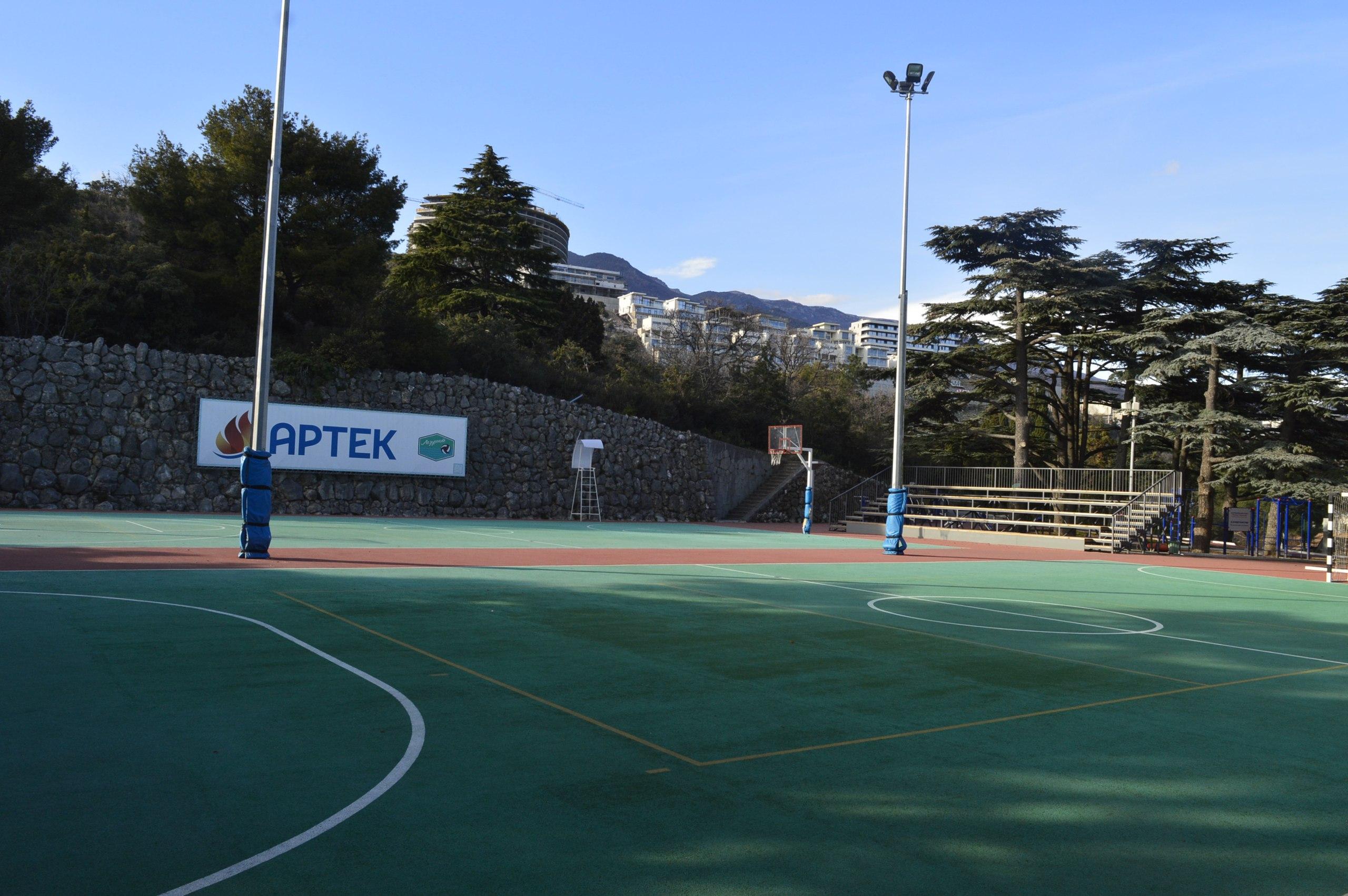 Артек, Стадион в Лазурном